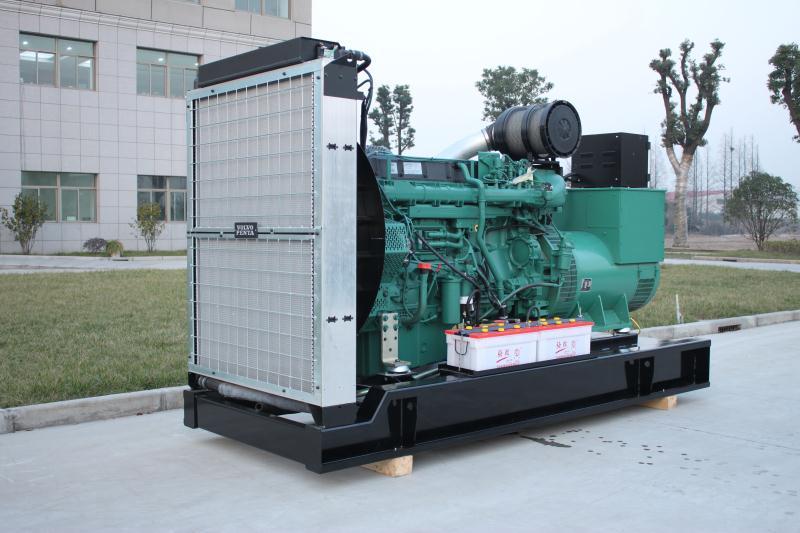 哈尔滨用户采购的1000KW康明斯柴油发电机组安装现场!