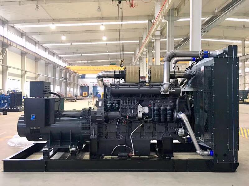 湖北用户采购的奔驰/MTU800kw柴油发电机组安装调试完毕!